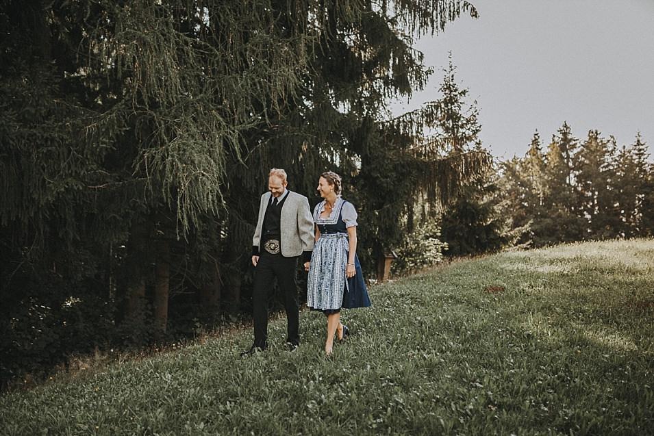 Traumlicht-Hochzeitsfotografen-Tirol-Paarshooting-Fügenberg-Zillertal-Hochfügen-Uderns-SichtBar-Wald-Alm-Berge-Natürlichkeit-Emotionen-Hochzeitsfotograf-Panorama-Schwaz-Inntal_0001