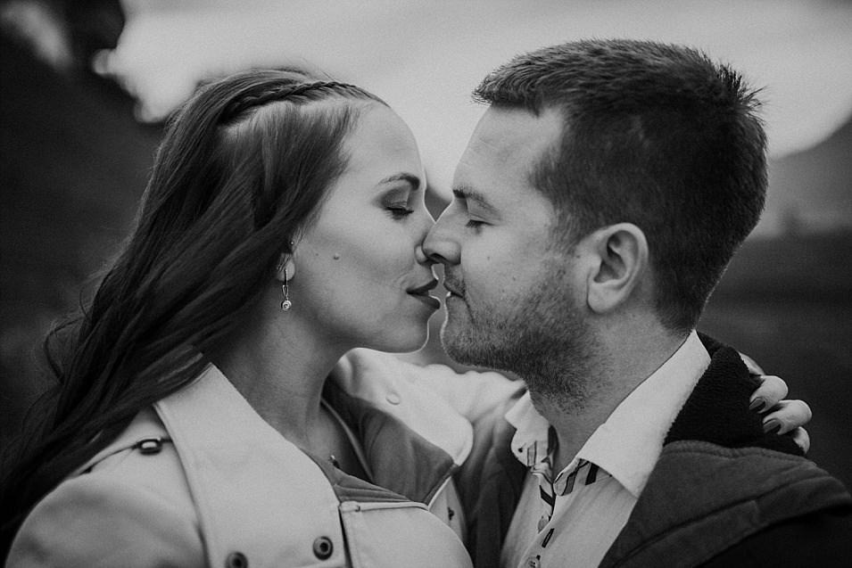 Traumlicht-Hochzeitsfotograf-Tirol-Paarshooting-Ampass-Innsbruck-Wald-Inn-Berge-Natürlichkeit-Emotionen-Hochzeitsfotografie-Panorama-Mils-Inntal-Unterland-Liebe-Romantik_0001