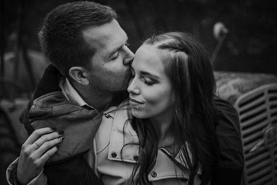 Traumlicht-Hochzeitsfotograf-Tirol-Paarshooting-Ampass-Innsbruck-Wald-Inn-Berge-Natürlichkeit-Emotionen-Hochzeitsfotografie-Panorama-Mils-Inntal-Unterland-Liebe-Romantik